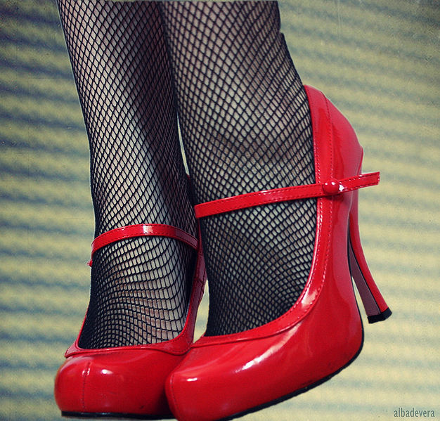 626px-Red_shoes
